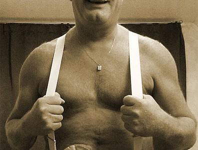 Foto: ein Pfundskerl mit Beutel am Bauch