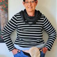 Foto: Frau mit Beutel am Bauch