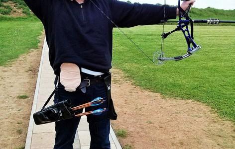 Foto: Bogenschütze mit Beutel am Bauch