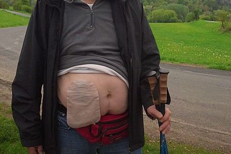 Foto: Wanderer mit Beutel am Bauch