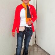 Foto: Stomaträgerin zeigt ihr Fußball-WM-Outfit mit Beutel am Bauch